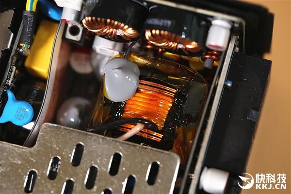 小巧高性能 酷冷至尊V650 SFX迷你电源图赏