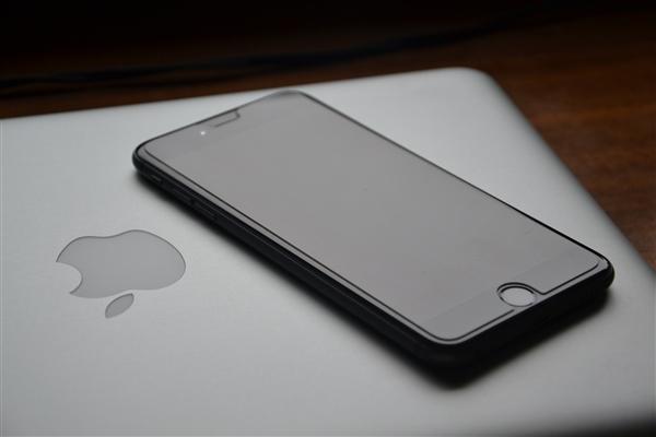 苹果打造新MacBook:掌托处支持无线反向快充