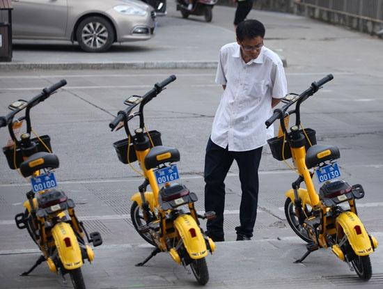 """遭遇""""转正""""难的共享电单车该如何突围"""