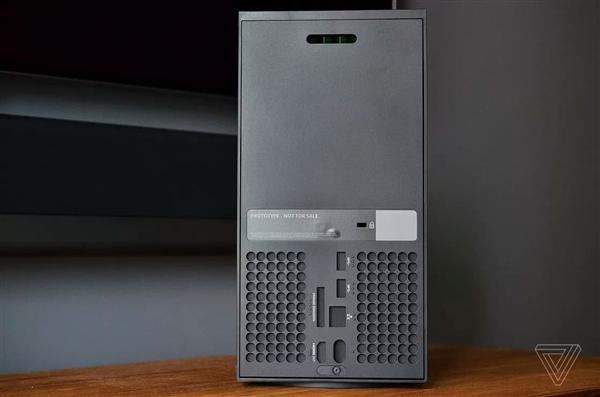 微软Xbox Series X/S主机抢先开箱:果然大家伙