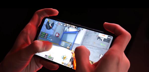 """ROG游戏手机3穿越火线特别版来了:144Hz、配""""爆头""""神器"""