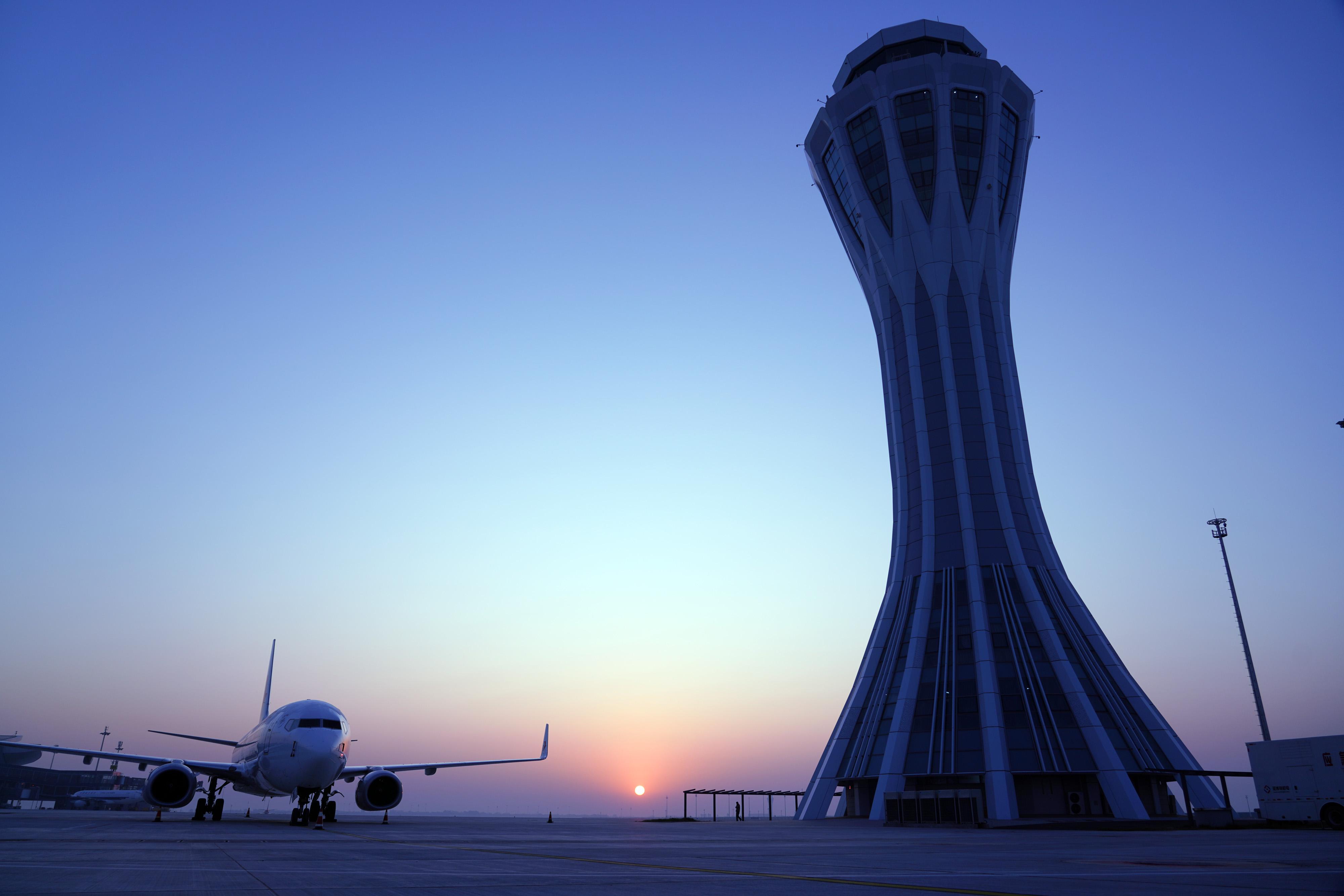 北京大兴机场投运一周年:东塔台正式运行,迈入双塔时代