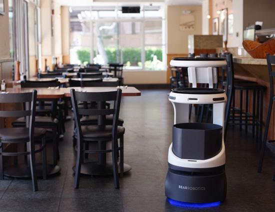 软银在日本推出送餐机器人 帮助缓解用工荒