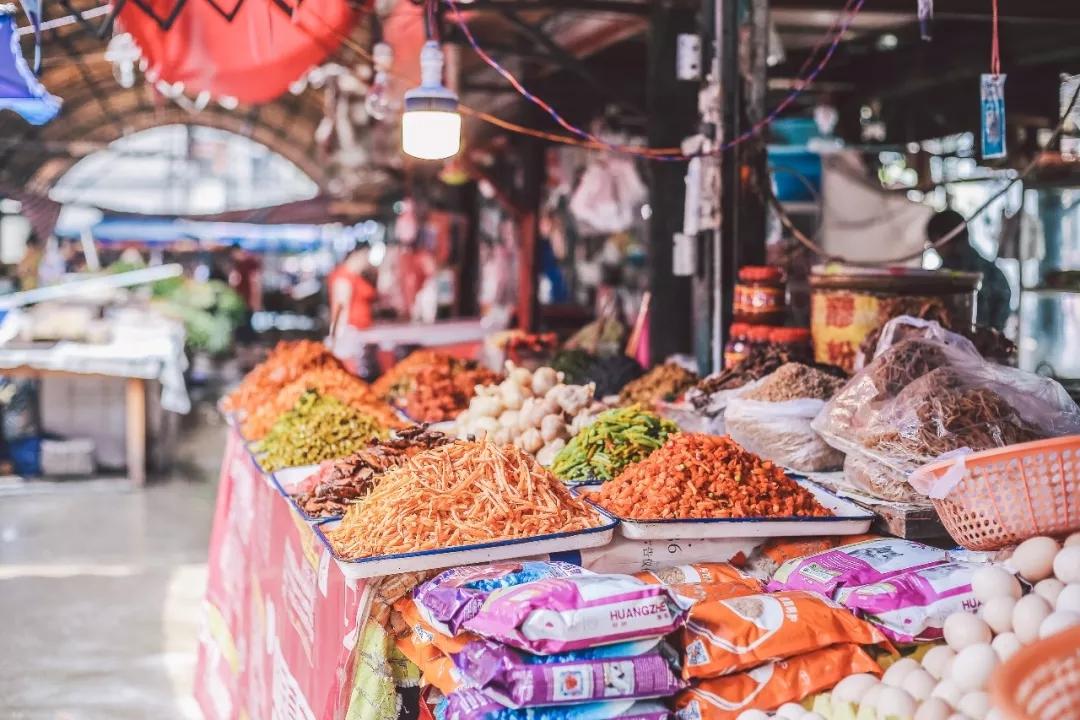 隐藏在菜市场的成都神级小吃,均价不到10元,每天顾客人山人海!