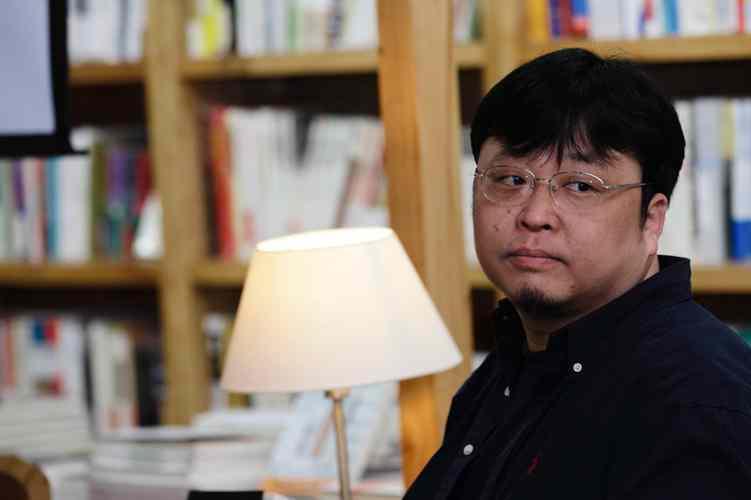 多家公司抢注真还传商标 罗永浩曾称还完债将拍摄纪录片