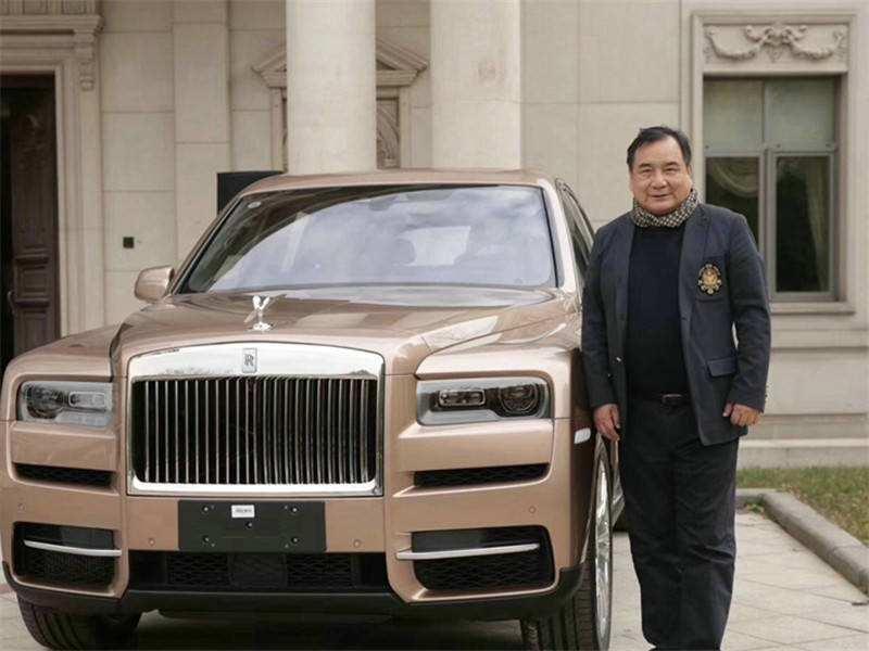 深藏北京的隐形巨富:花600万买库里南,交车仪式还请来宗庆后