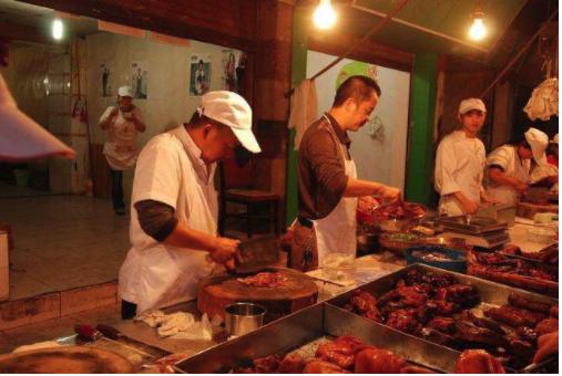 名牌大学生摆摊卖卤味,还没开业就卖出2500份,方法值得学习