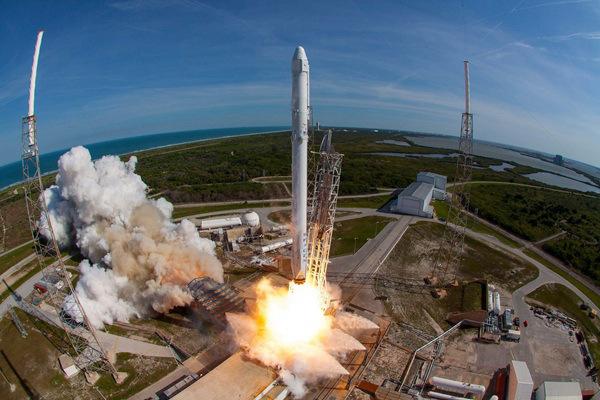 SpaceX猎鹰9号火箭顺利发射美国军用GPS卫星