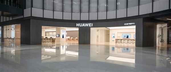 华为首家新模式服务店今日开业:机器人送料 全程透明维修