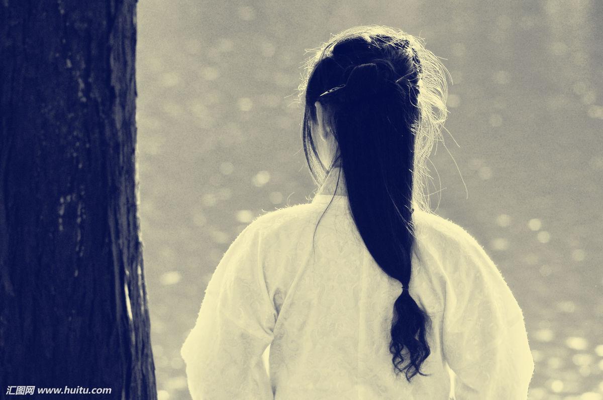 自己背影的短句子诗意-给背影唯美简短一句话
