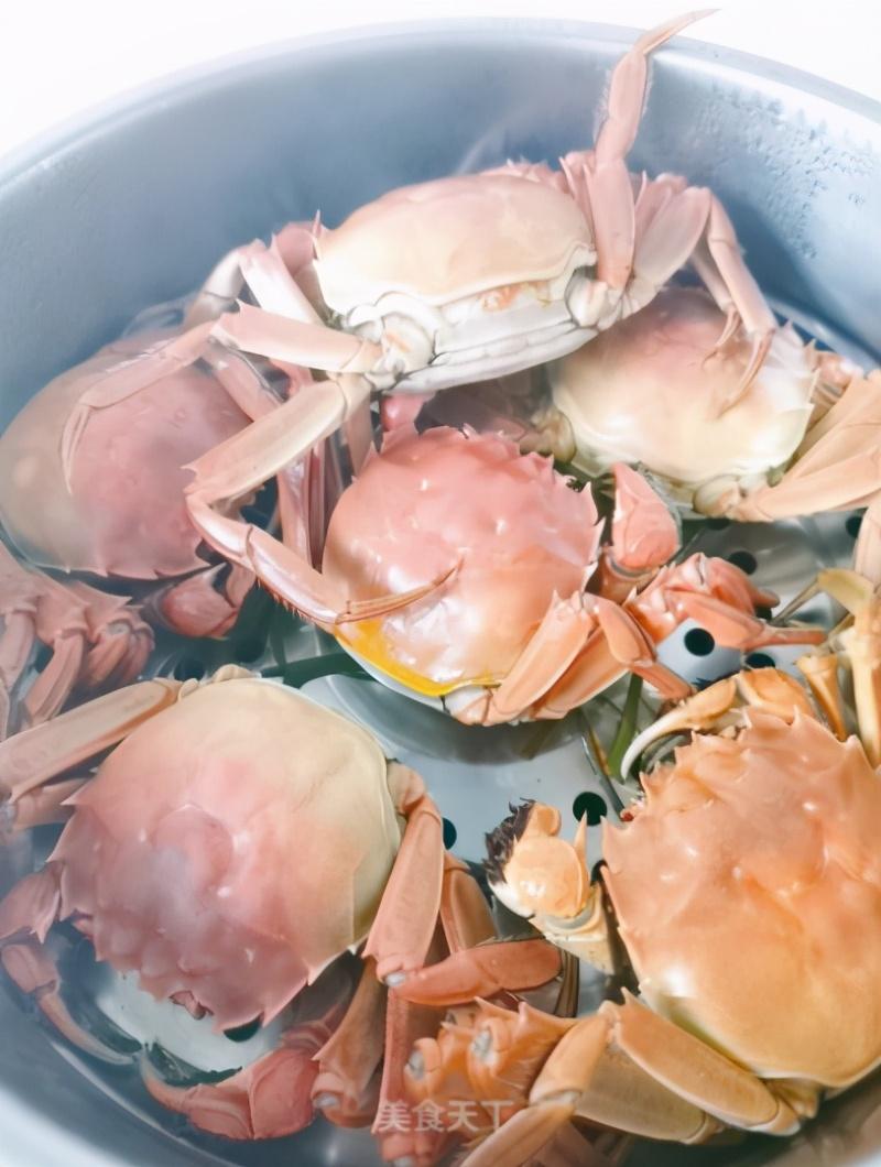 螃蟹要蒸几分钟:热水好还是冷水好:内行人教你一招,鲜嫩又好吃