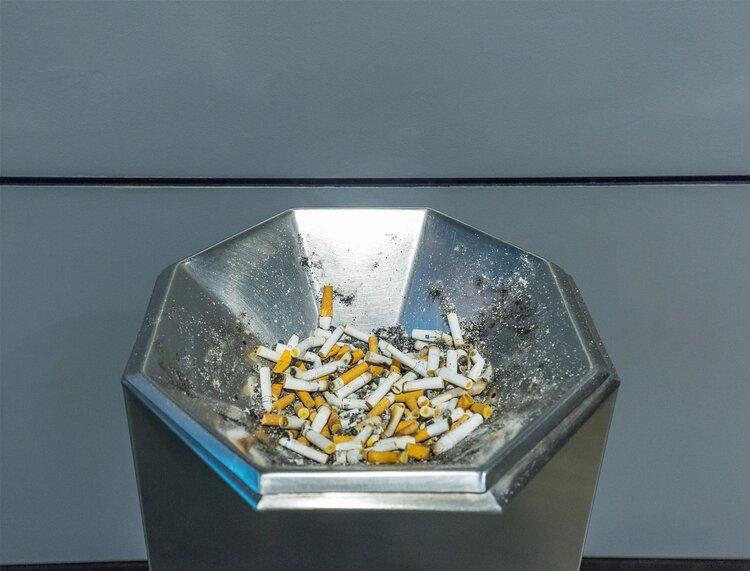 """很多老烟民改抽""""茶烟""""了,用茶叶做烟比香烟更健康吗?最好少碰"""