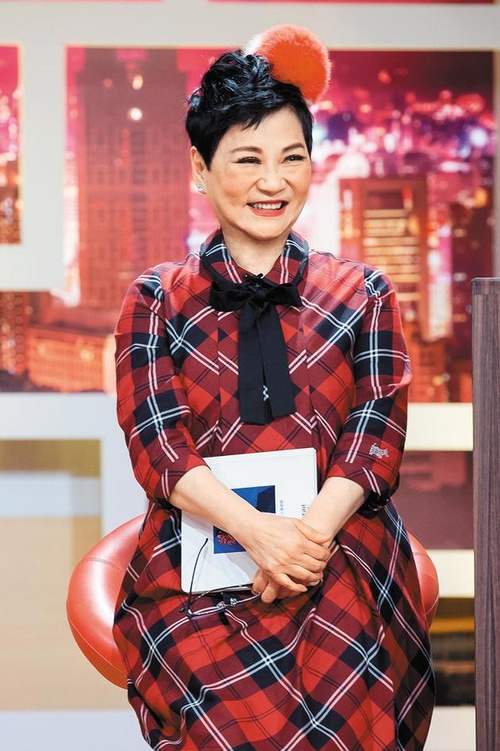 """台湾综艺教母张小燕:""""她的人生就是一部台湾演艺史"""""""