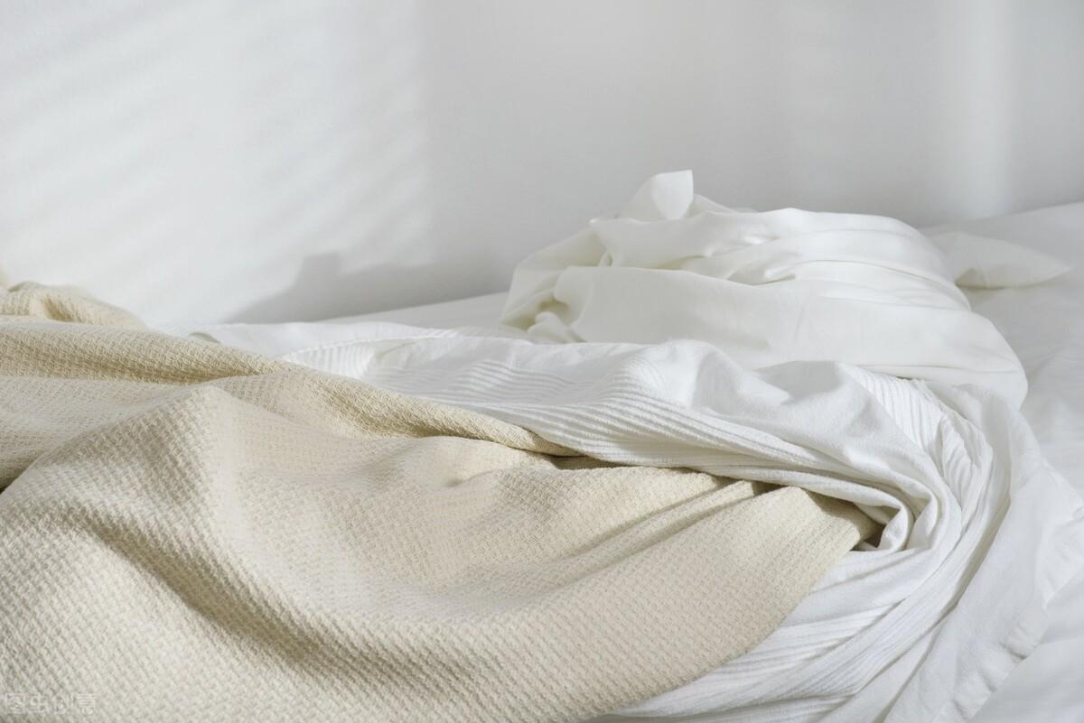 洗床单原来这么简单,学会3个妙招,再脏的床单都不怕
