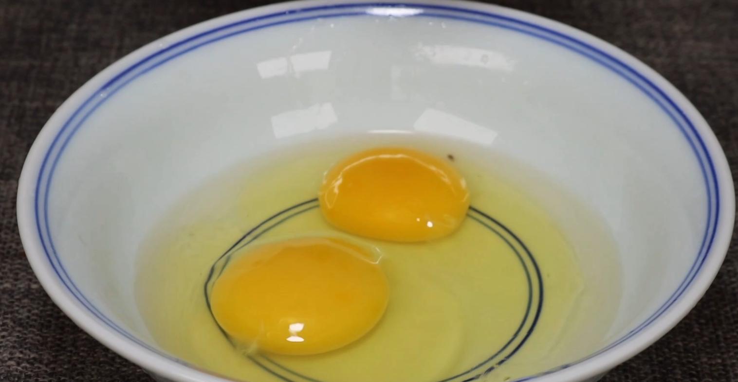 水蒸蛋用冷水还是热水,好多人不清楚,这样蒸出来滑嫩无蜂窝