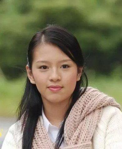 刘品言:14岁进娱乐圈,2部作品声名大噪,因恋情退圈,身材被嘲