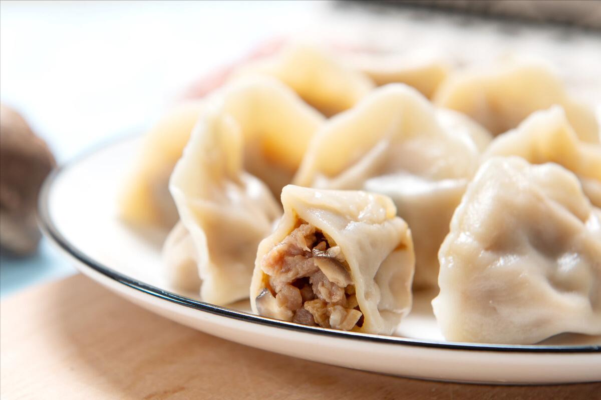 做羊肉馅饺子,调料不要乱放,记住这2点,鲜嫩多汁,不膻也不腥