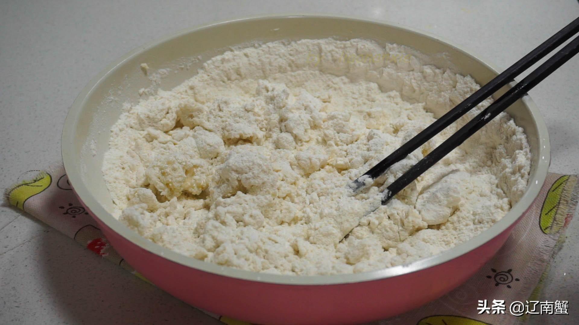 做春饼用冷水面团还是开水面团?都不对,面点师教的方法,真好用
