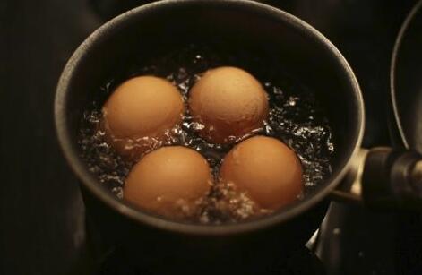 """煮鸡蛋有什么技巧?掌握""""黄金8分钟"""",美味又营养"""