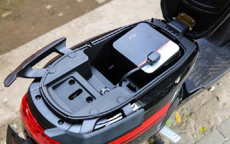 铅酸电池和锂电池,电动车选哪个更划算?一看便知,车主:马上换