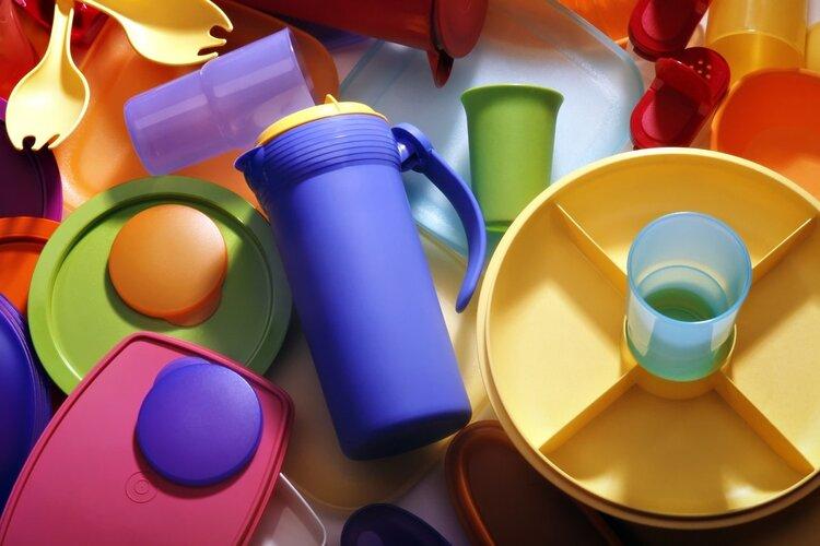 用错水杯等于喝毒!塑料杯、玻璃杯、陶瓷杯,哪种最安全?