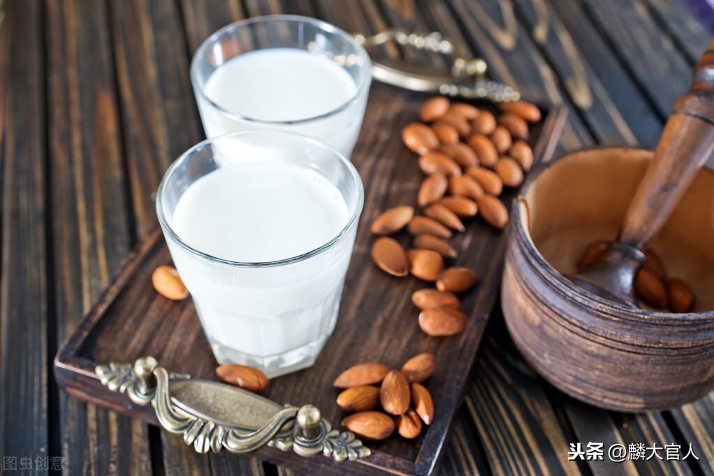 """""""有机牛奶""""和""""纯牛奶""""有啥区别?真的更营养吗?建议弄懂再买"""