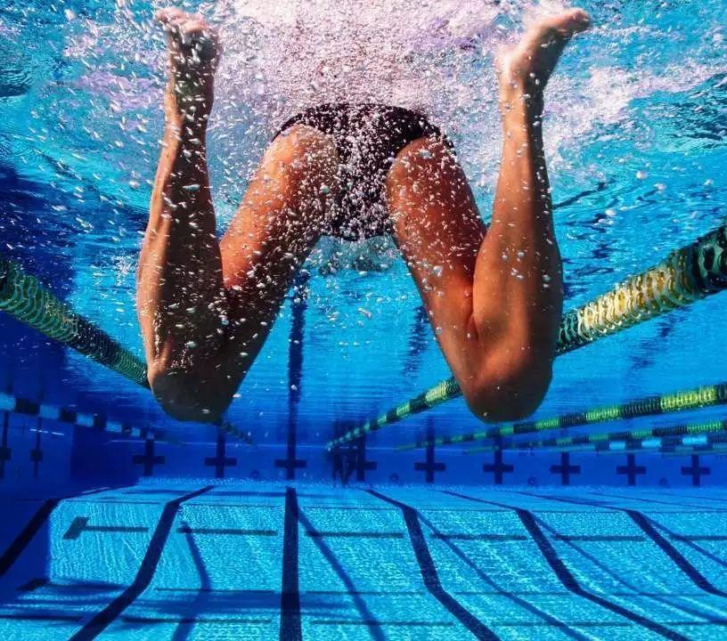 初学者蛙泳技巧和诀窍