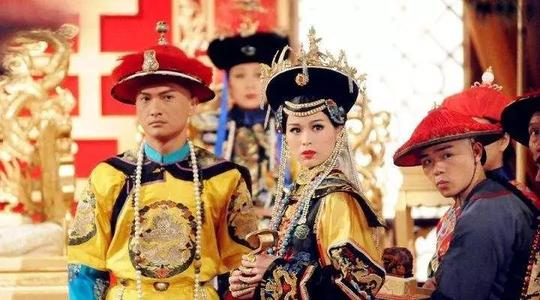 盘点历史上清朝十二位皇帝,同台PK竞技,到底谁是昏君谁是圣主?