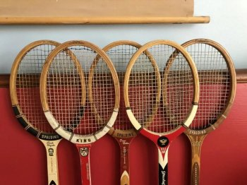 网球拍270克会不会太轻(初学者网球拍重量选择)